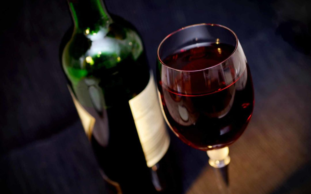 Come assaggiare il vino correttamente anche se non sei un sommelier